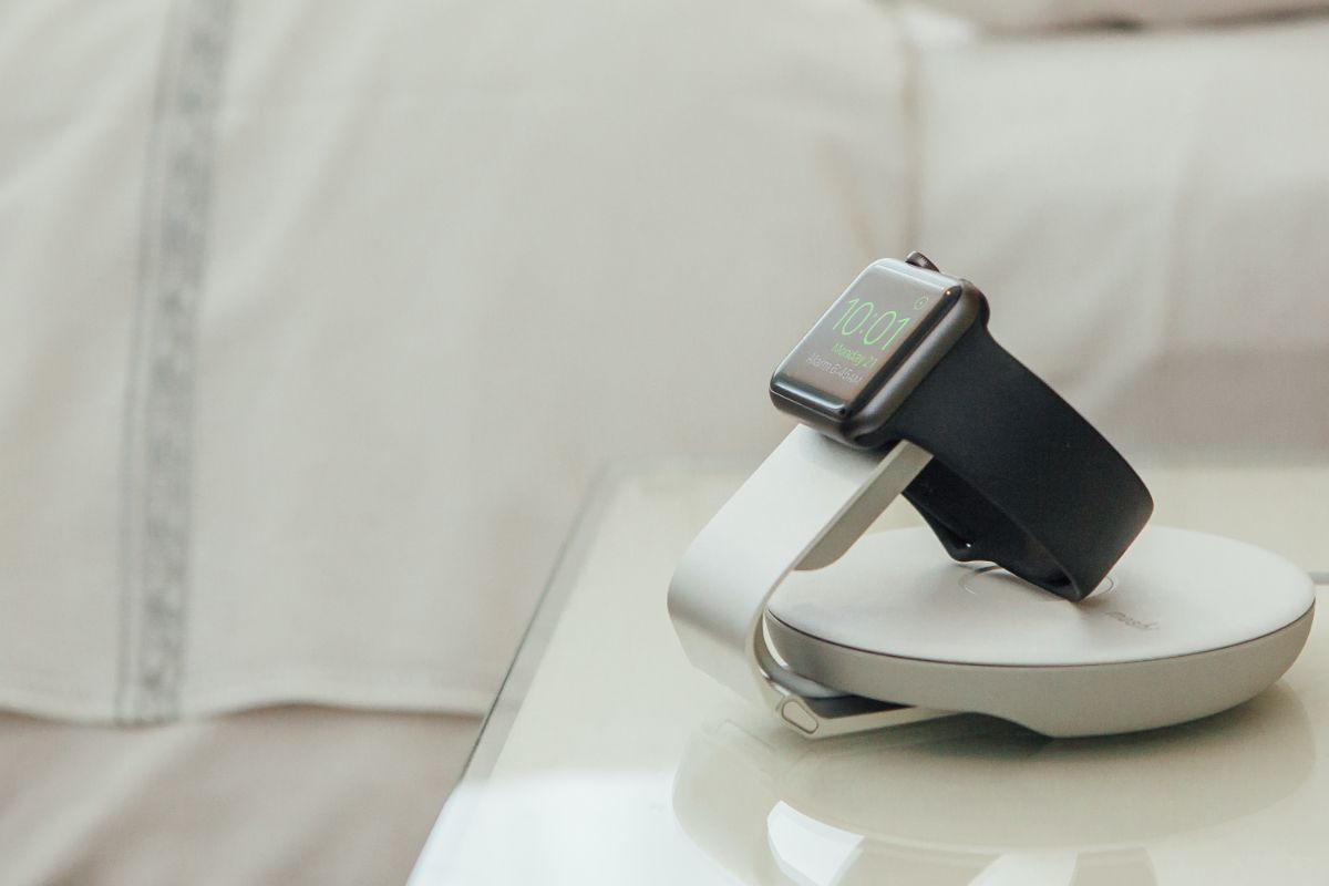Never rely on a hotel alarm clock again. Apple Watch's Nightstand mode turns your watch into a bedside clock, simply place the Travel Stand on your bedside table and attach your watch.