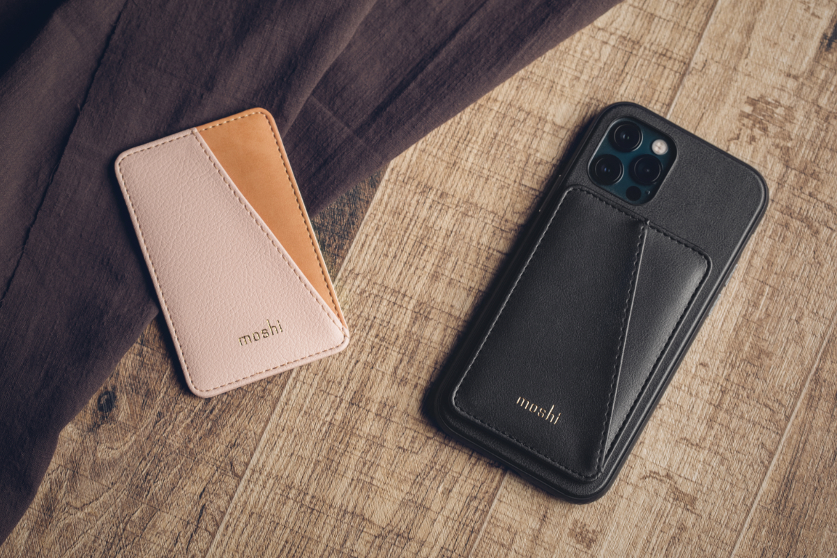 Die SnapTo™ Magnettechnologie von Moshi lässt sich leicht an anderen Produkten befestigen. Sichern Sie Ihre SnapTo™ Slim Wallet ganz einfach, wenn Sie unterwegs sind und nehmen Sie die Tasche dann mühelos ab, um Ihr Handy während der Fahrt oder an einer kompatiblen Wandhalterung zu Hause oder im Büro zu befestigen. Es wird eine Moshi SnapTo™ Schutzhülle für das Handy benötigt. Sehen Sie sich unsere SnapTo™ Serie an.