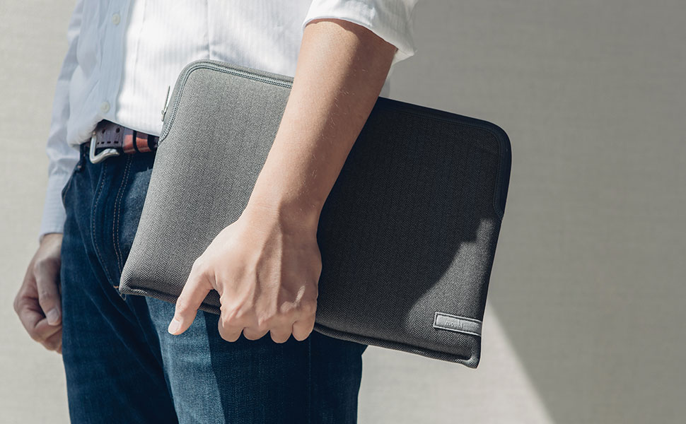 Quad-stitched for long-term durability, your device is securely fastened inside Pluma and protected by the soft inner lining.