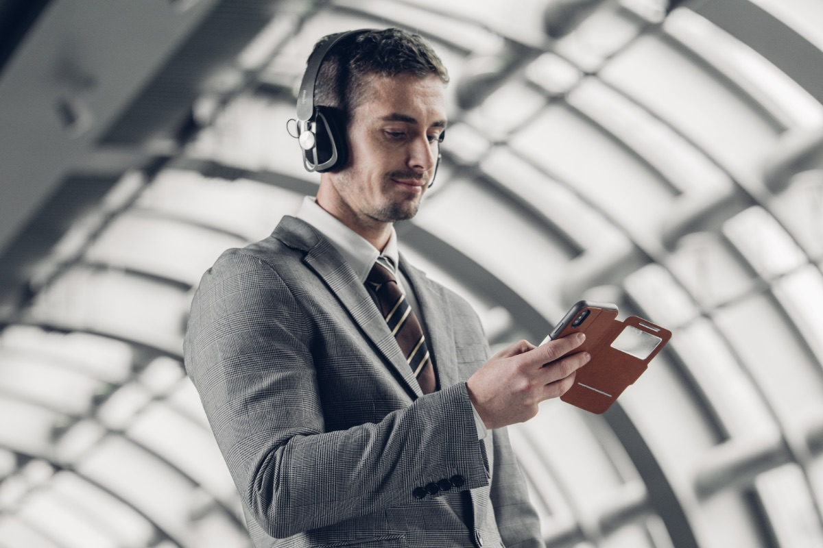 Get through long flights or a week of commutes on just one 2.5-hour fast-charge. If you're in a hurry, Avanti Air can provide a 4-hours of listening with a quick-charge of just 15 minutes. Avanti Air works with any smartphone or tablet that supports Bluetooth technology, giving you true wireless freedom while listening.