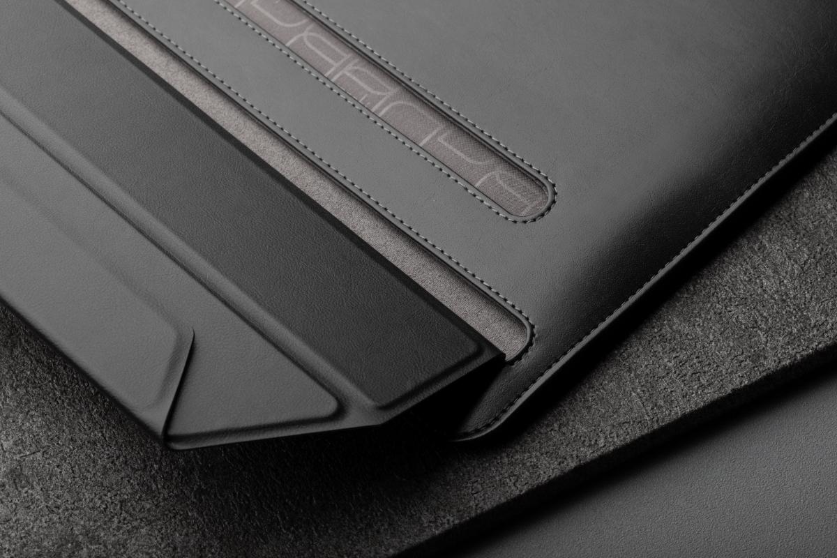 Магнитная застежка Muse без молнии обеспечивает удобный доступ к ноутбуку, не царапая его поверхность. Мягкая подкладка из микрофибры Terahedron ™, расположенная внутри, удерживает и очищает ваше устройство, когда вы убираете или вынимаете его из чехла.