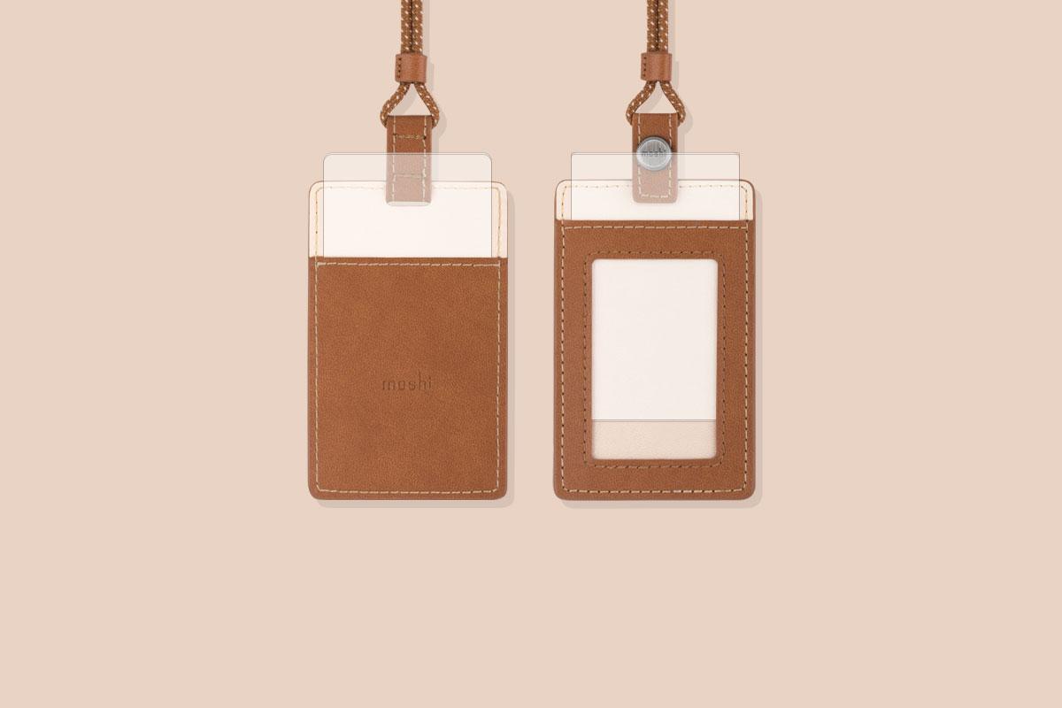 Glissez votre badge ou votre carte d'identité dans la fenêtre avant et une carte de visite d'urgence dans le logement arrière.