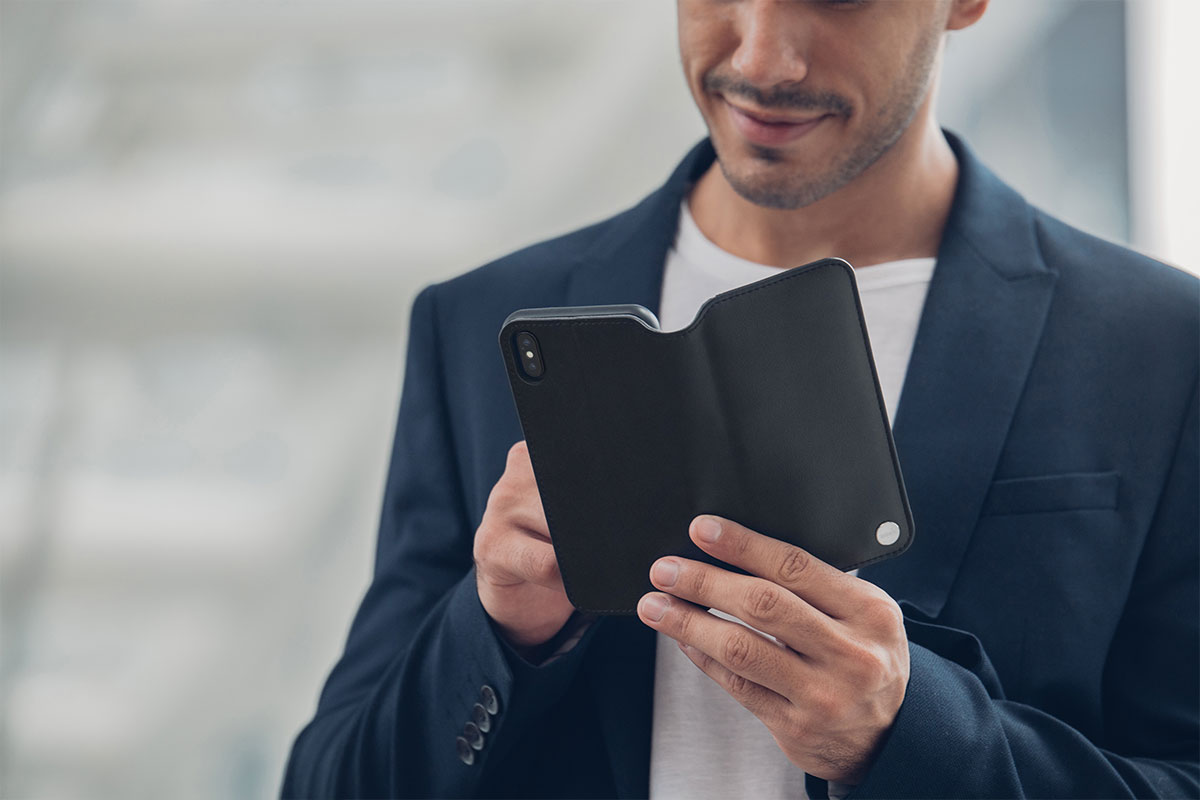 Overture's inner hardshell frame protects against drops and shocks, while the soft Terahedron microfiber cover prevents scratches. Tested to ensure your iPhone can withstand drops up to 4 feet (1.22 m) from all angles (MIL-STD-810G, SGS-certified)