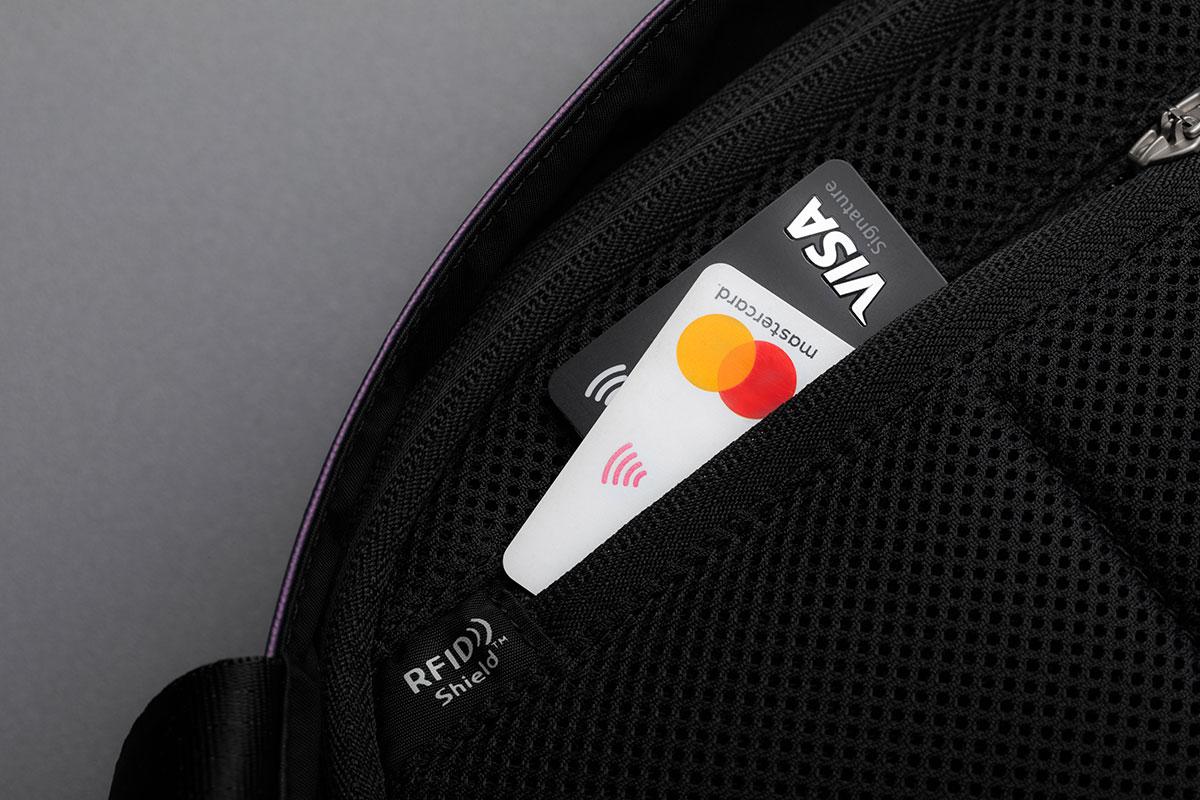 Rest assured your credit card information is safe thanks to the RFID Shield Pocket.