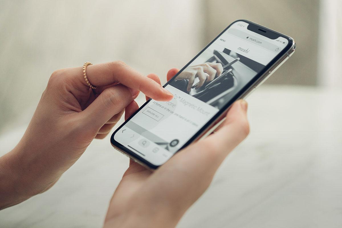 精密貼手機螢幕的弧形邊緣,提供完整保護並讓您更加安心。