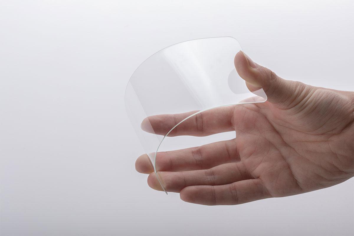 Усиленное на атомном уровне стекло, превосходящее по прочности закаленное стекло.