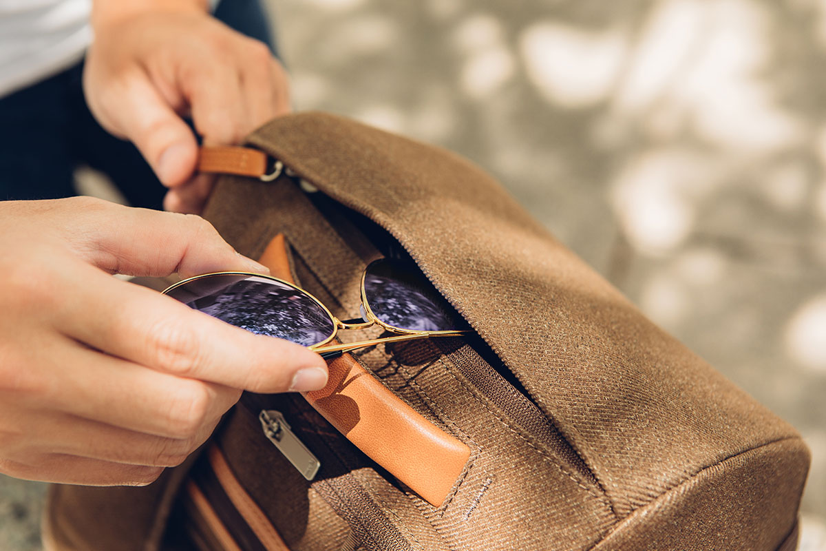 A crush-resistant top compartment protects delicate items like sunglasses and sandwiches.