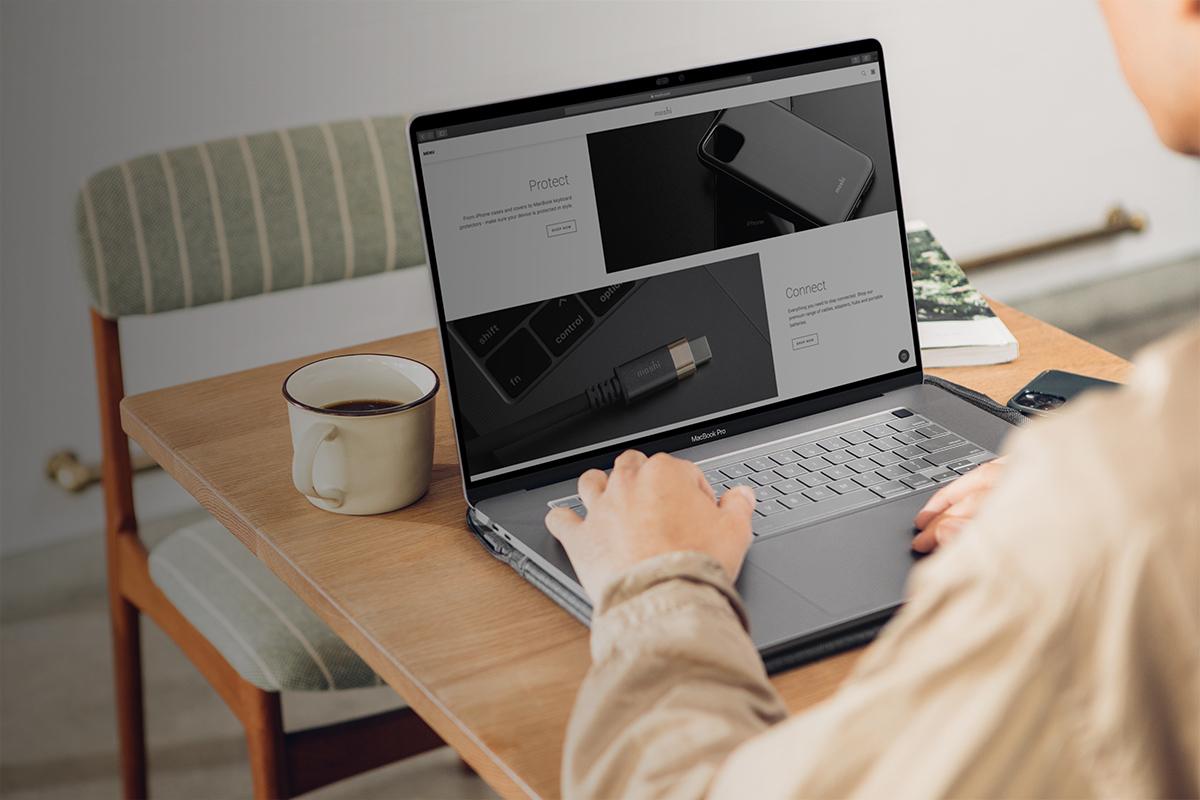 Особая обработка поверхности iVisor обеспечивает высокую устойчивость к появлению царапин и отпечатков пальцев.