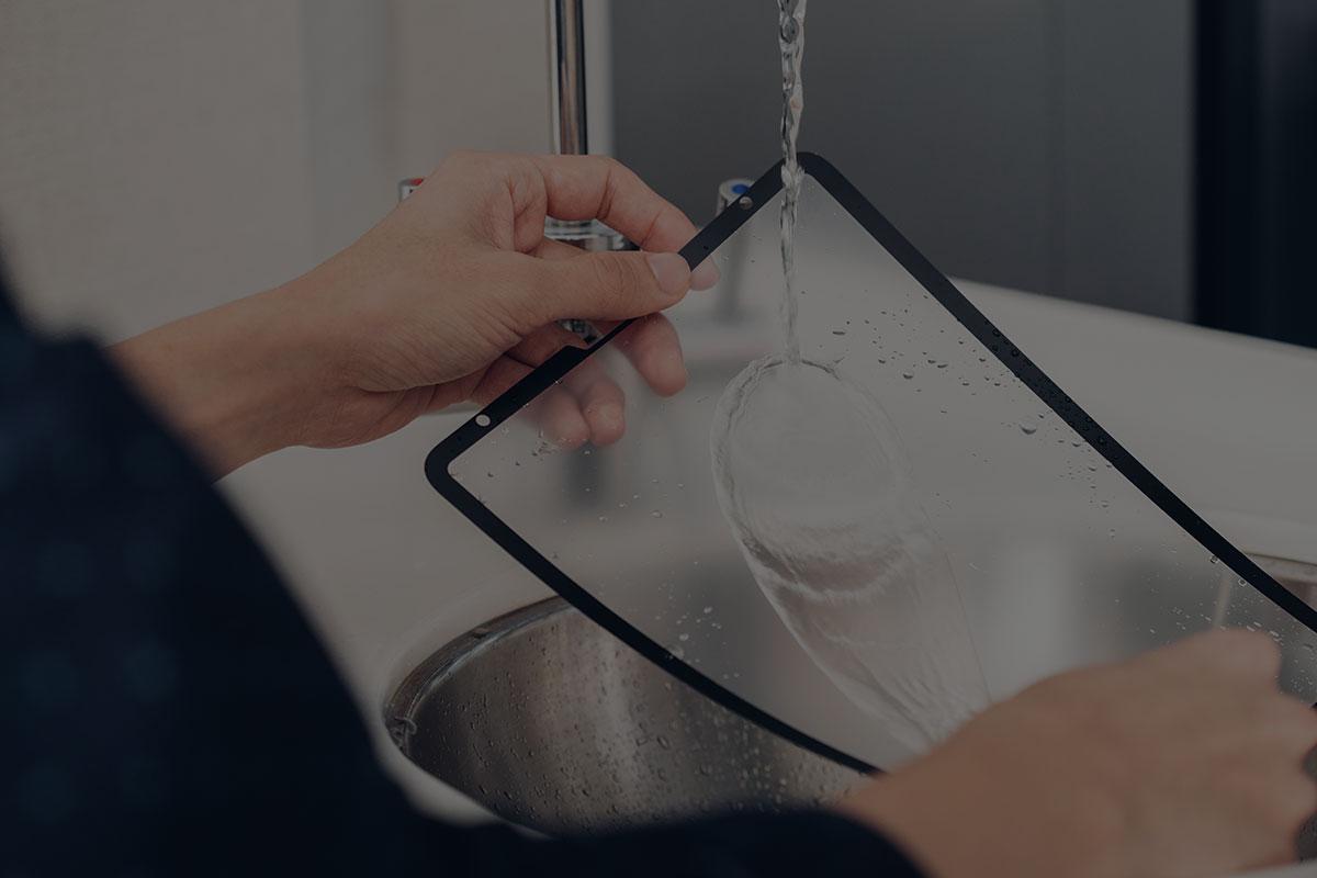 特别的弱胶设计,可延长产品寿命,您无需再购买其他触屏保护贴。