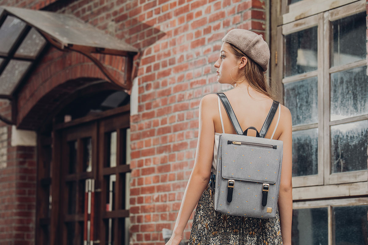Helios Mini — это идеальный рюкзак для прогулок по городу, с ним Вы всегда будете выглядеть стильно, куда бы ни отправились.