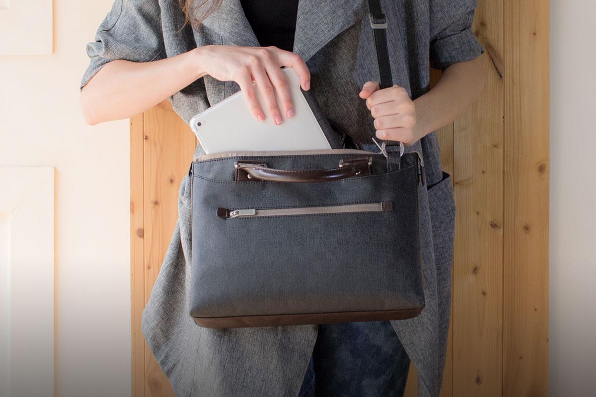 Ein gepolstertes Laptop- / iPad-Fach schützt Ihr Gerät vor Erschütterungen und Stößen.
