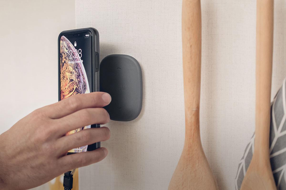 Moshi SnapTo 磁吸系列固定基座或支架是您隨處固定手機最便利的方式。