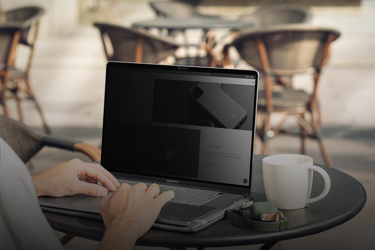 優質防窺螢幕保護貼,帶給您隱私性的同時,也保留螢幕清晰度。