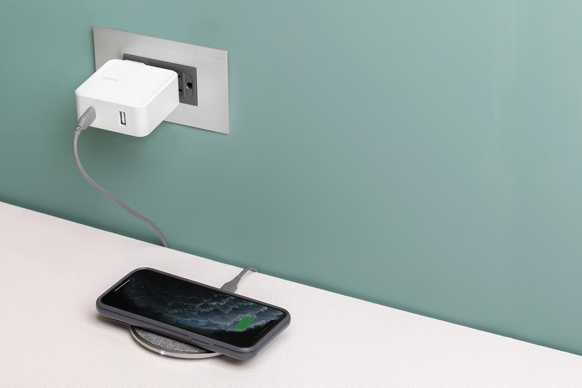 充电用时更短 快充无线充电器,充电速度更快。 Otto Q EPP 支持无线充电联盟的扩展功率配置文件 (EPP) ,提供高达 15W 甚至更快的充电速度。 Otto Q 包括一个 USB-C 转 USB-C 充电线,当连接到一个 18W 或以上的 USB-C 充电器时,为达到更快的充电速度的需提供更大的电力。