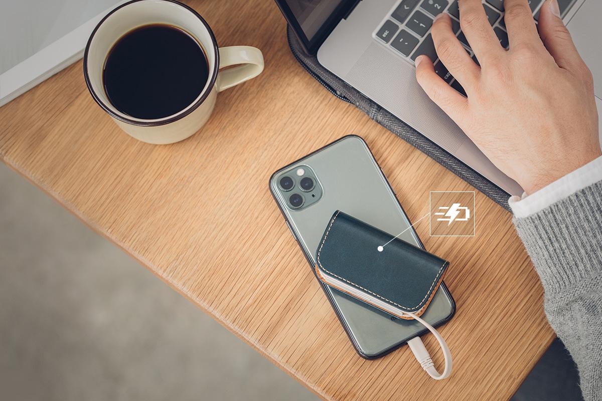 Prenant en charge une puissance de 12 W, cette batterie alimentera votre iPhone plus de 2 fois plus rapidement que votre chargeur Apple 5 W.