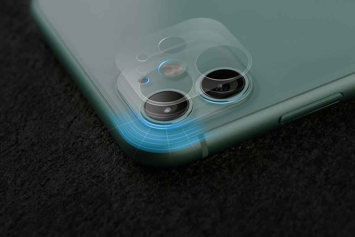 Con los bordes y los cortes redondeados en las lentes de tu iPhone.