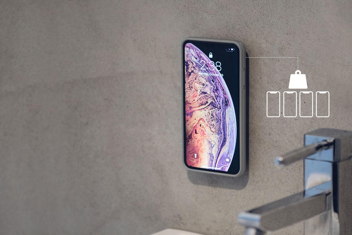 El adhesivo 3M puede soportar hasta 1 kg (2,2 lbs) de peso, lo que equivale a 4 iPhone grandes.