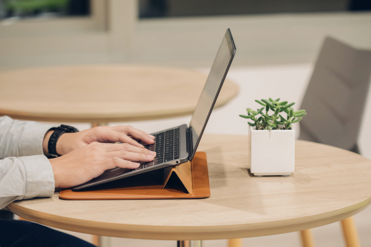 Muse folds into an elevated 15-degree stand in seconds. The ergonomic design reduces wrist strain for optimal comfort when typing, working, and browsing the web, while also maximizing airflow to keep your device cool.