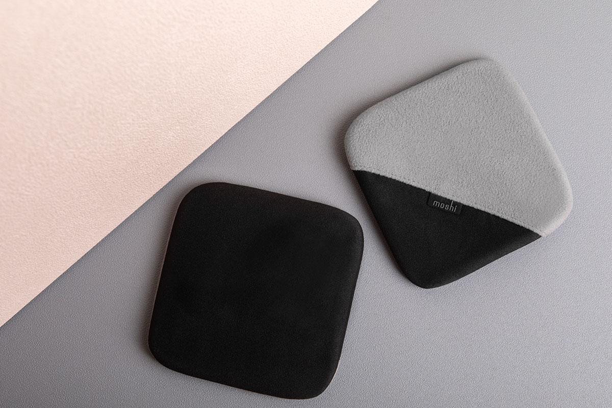Verwenden Sie die schwarze Seite mit etwas Wasser, um Flecken zu entfernen. Drehen Sie den Handschuh zur Staubentfernung mit der grauen Seite um.