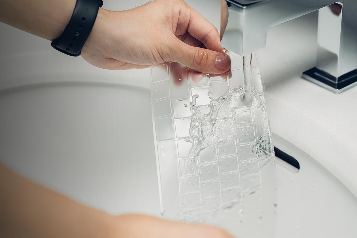 Lave y vuelva a utilizar la ClearGuard durante el tiempo que conserve su ordenador.