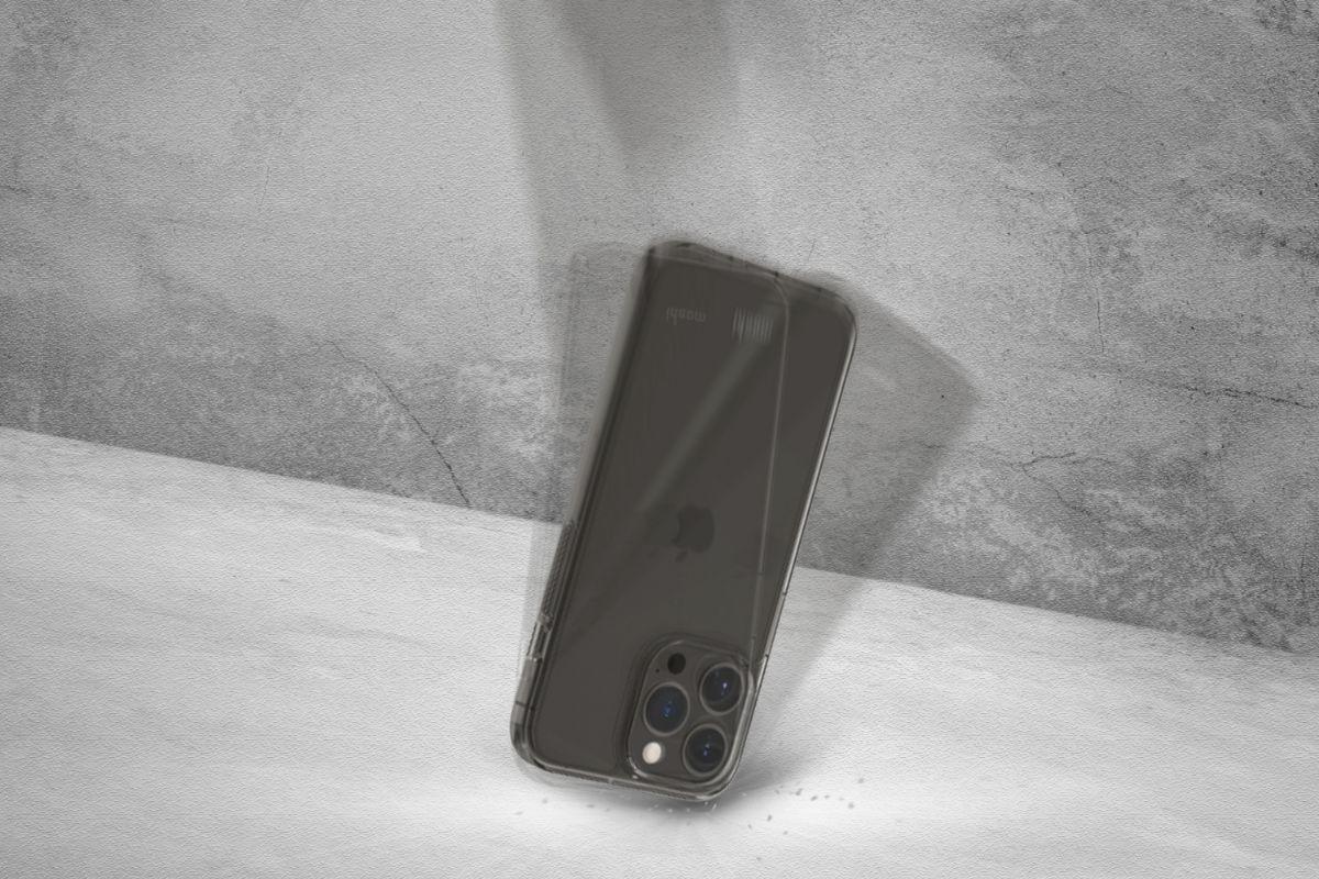 Für alle, die einen militärischen Fallschutz ohne die zusätzliche Masse wünschen. Diese Schutzhülle wurde strengen Tests unterzogen, um zu gewährleisten, dass Ihr Smartphone vor Stürzen an allen Ecken und Seiten geschützt ist (MIL-STD-810G, SGS-zertifiziert).
