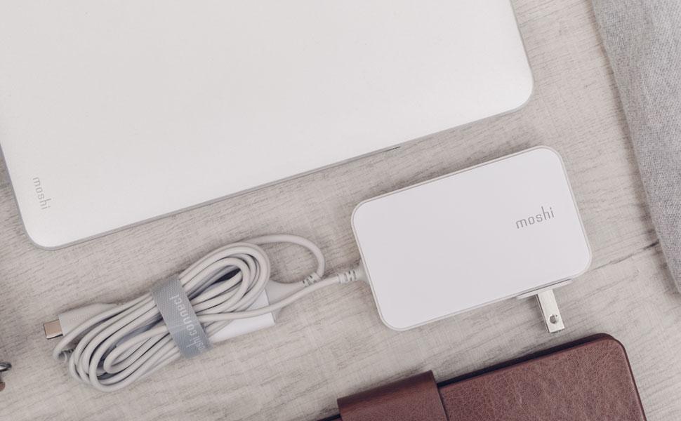 Diseño Compacto - 20% más ligero y 25% más pequeño / Indicador de Carga -  Cable USB-C de 2m y dongle con indicador de carga incluido / Limpio y Ordenado  -Organizador de cables HandyStrap incluido.