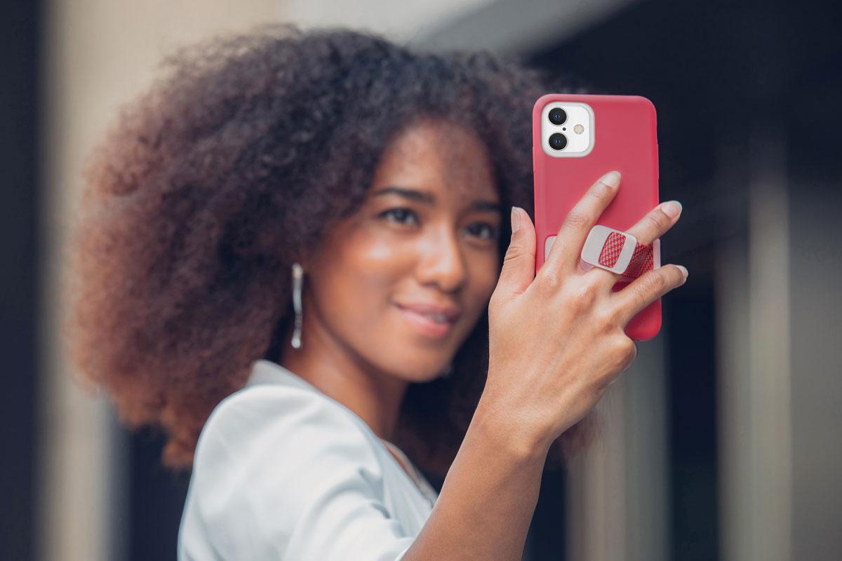 Capto MultiStrap™指环设计让您方便随时拍照,捕捉美好瞬间,且保障手机抓握牢固。