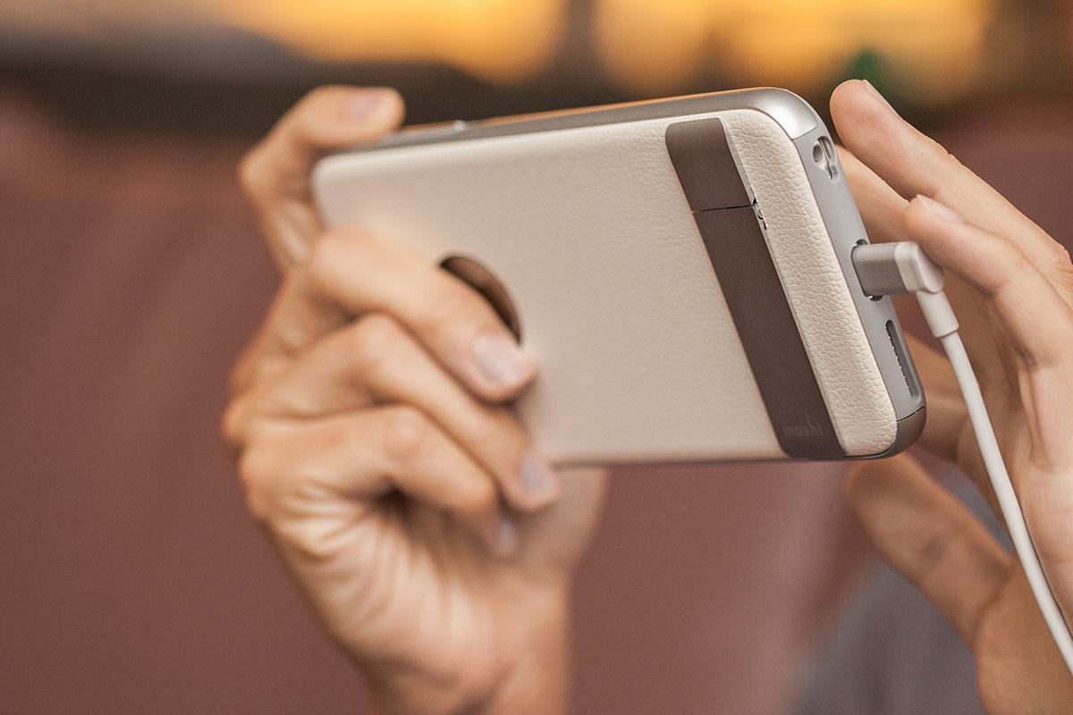 Evita dobleces no deseados manteniendo el cable alineado a tu dispositivo.