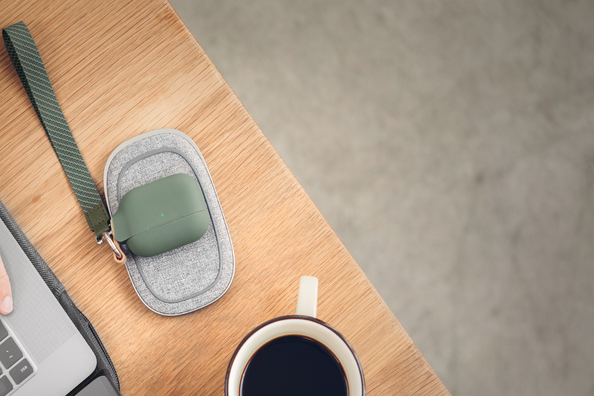 Porto Q 也能為您的 AirPods 和 AirPods Pro 進行無線充電。