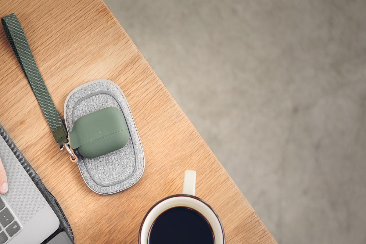Porto Q 也能为你的 AirPods 和 AirPods Pro 进行无线充电。