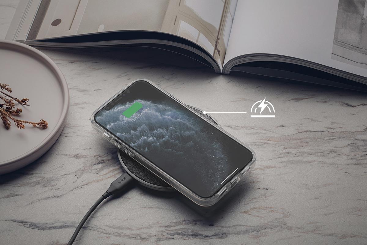 免拆除手機殼就能隨時進行無線充電,可搭配 Moshi 北歐風格質感 Q 系列無線充電的 Otto Q 無線充電盤使用。