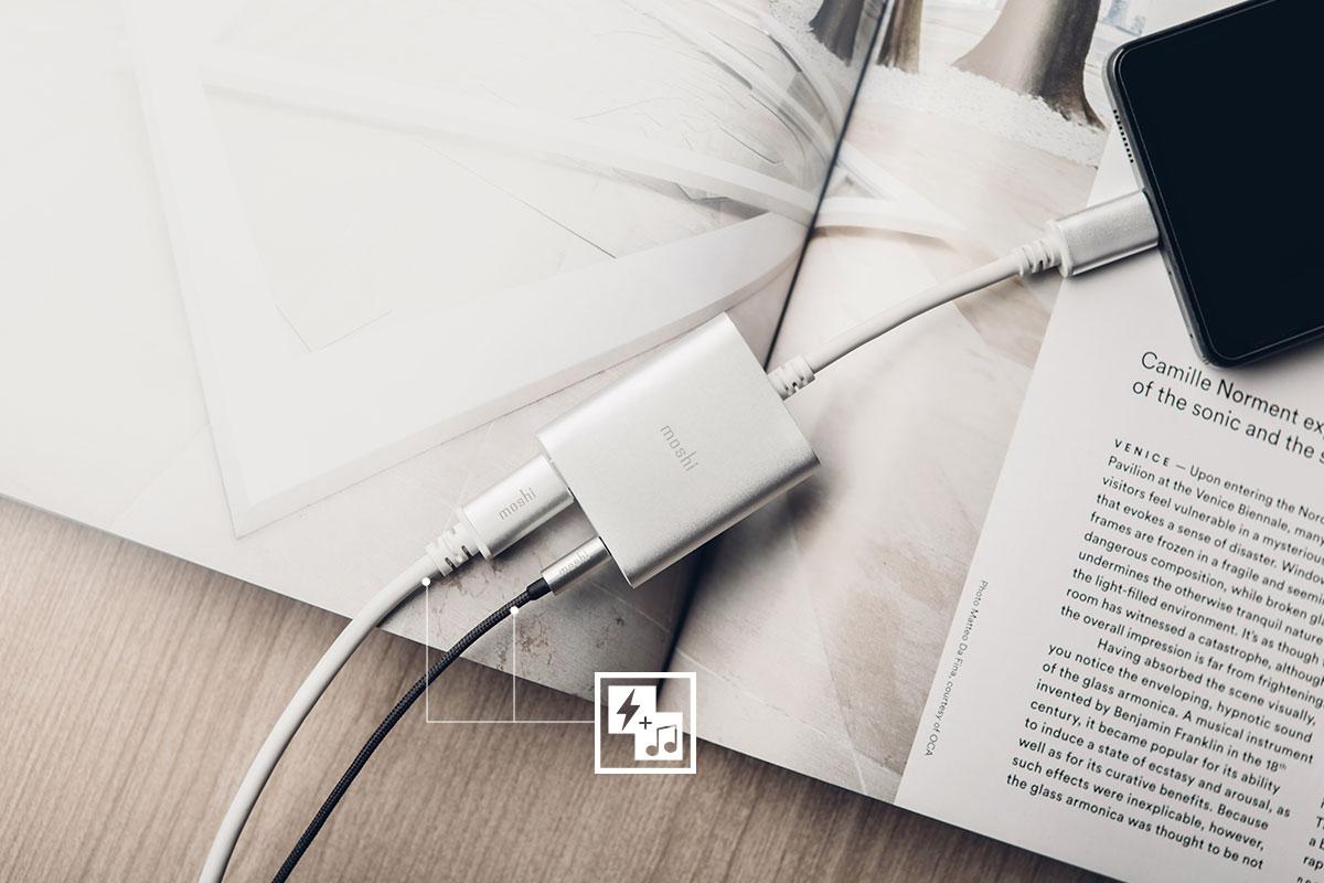 Используйте свои любимые наушники 3,5 мм, чтобы слушать музыку с устройства USB-C во время его зарядки.