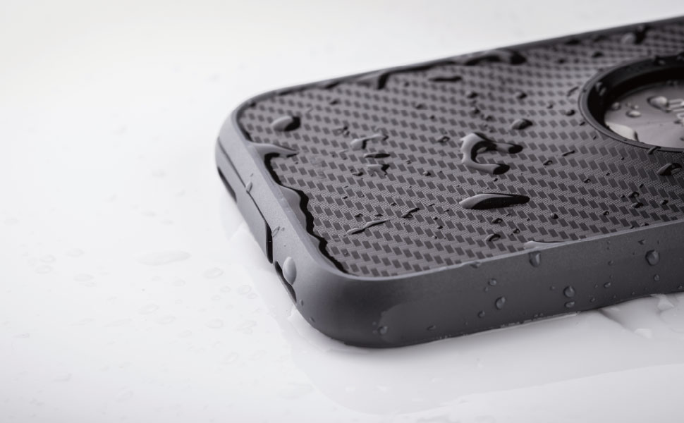 Защищает от дождя, снега и пыли по стандарту IPX5.