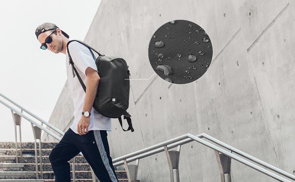 Fonctionnel et ultra léger, Hexa est bien plus qu'un sac à dos standard. Hexa est résistant à l'eau et durable grâce à sa construction en nylon 200D haute densité.