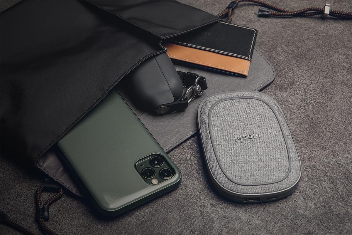Aro вмещает телефон, кошелек и прочие важные вещи, чтобы они всегда были под рукой.