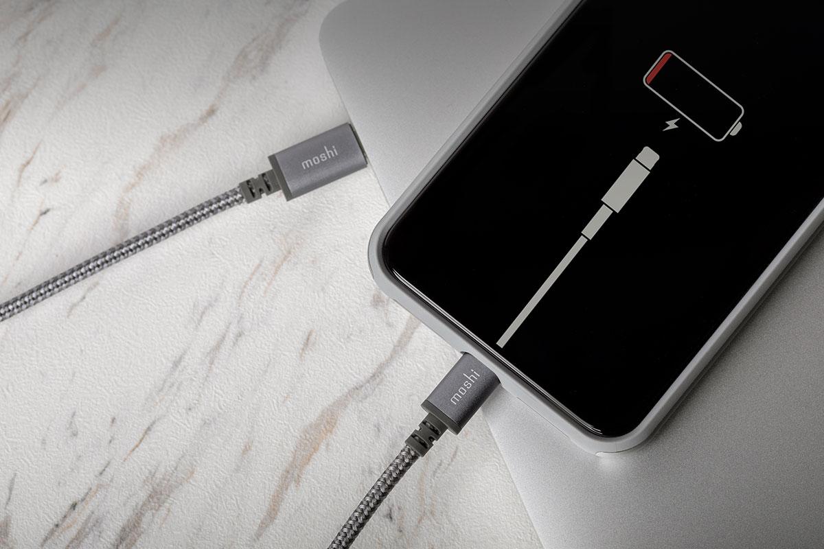 Проверен на совместимость с устройствами от Apple.