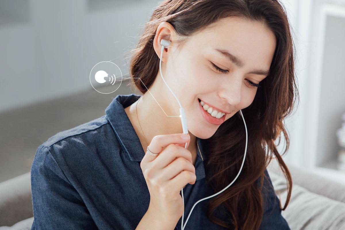 3-Tasten-Bedienung mit integriertem Mikrofon und Siri-Unterstützung.