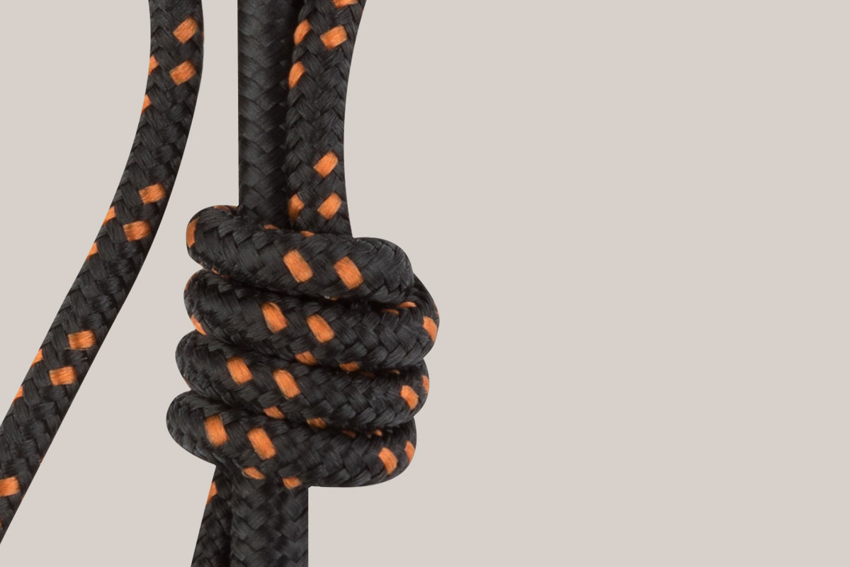 Constructed using durable nylon braiding with reinforced stress relief points.