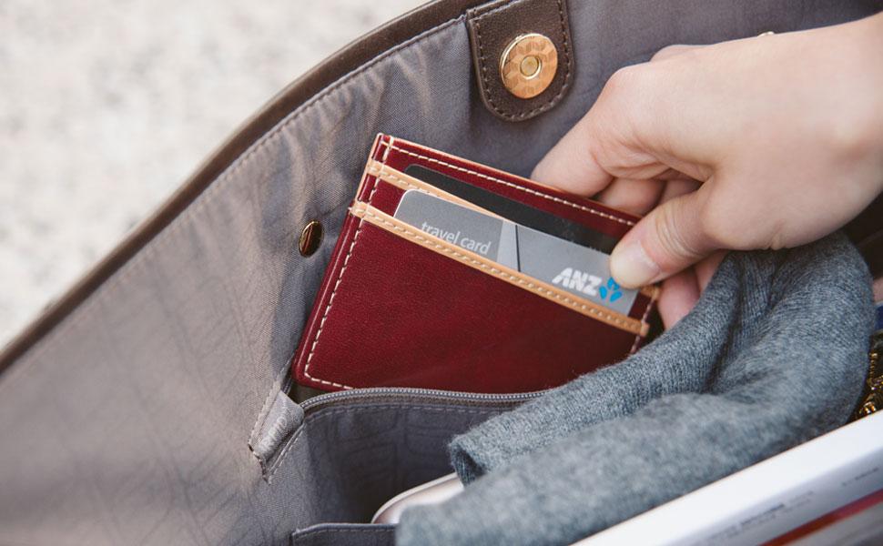 Faites en sorte que les informations de votre carte de crédit restent en sécurité grâce à la poche faisant écran aux radiofréquences.