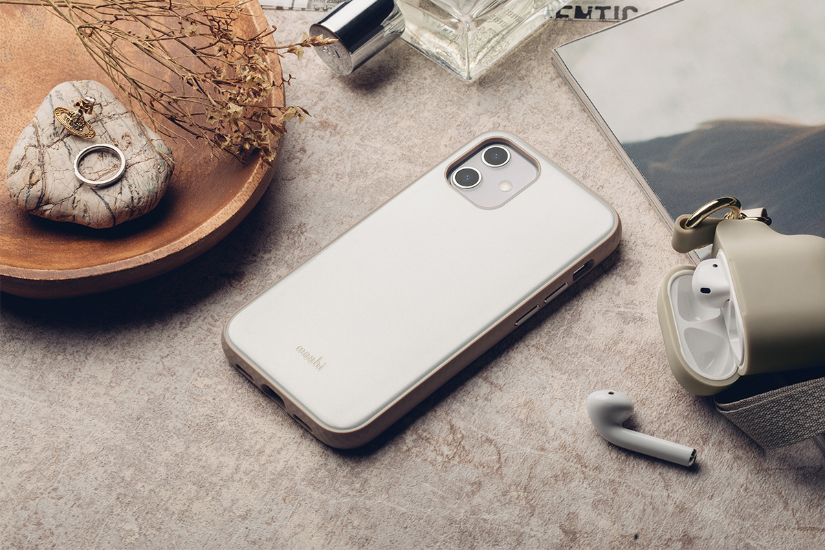 iGlaze 為 Moshi 經典設計款式,採雙層次透亮設計,清透的類玻璃背板,透出純色無瑕的珍珠光澤。