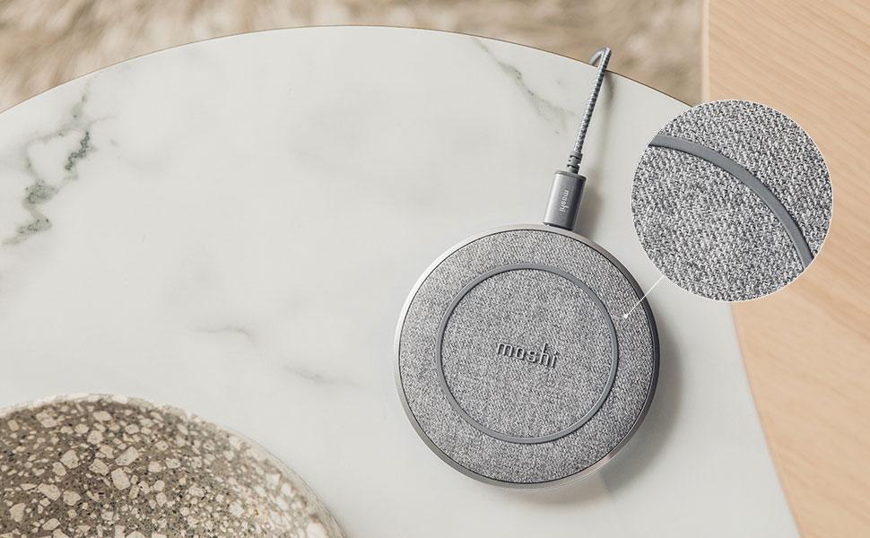 Grâce à sa finition en matériau doux, Otto Q accueille confortablement votre téléphone, tandis qu'une surface et une base antidérapantes empêchent votre téléphone de glisser.