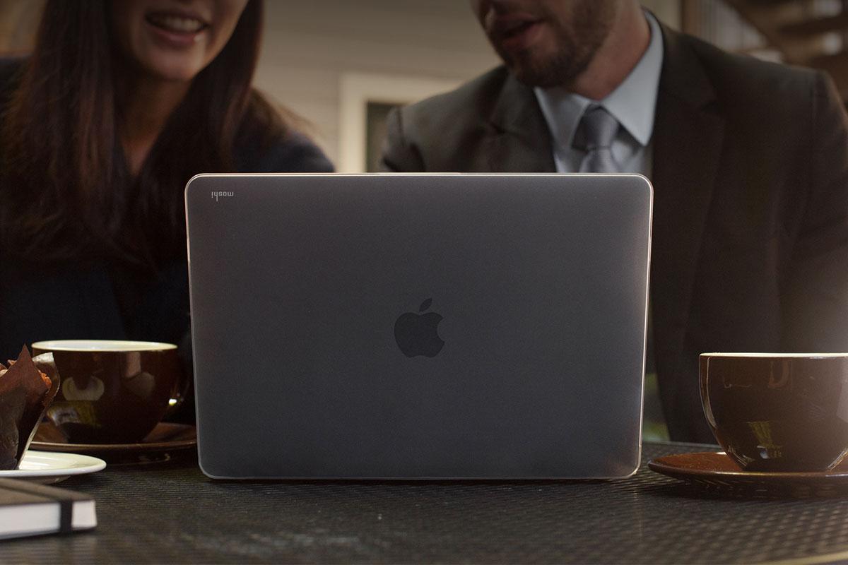 為您的 MacBook 提供超薄、輕量且耐用的保護。