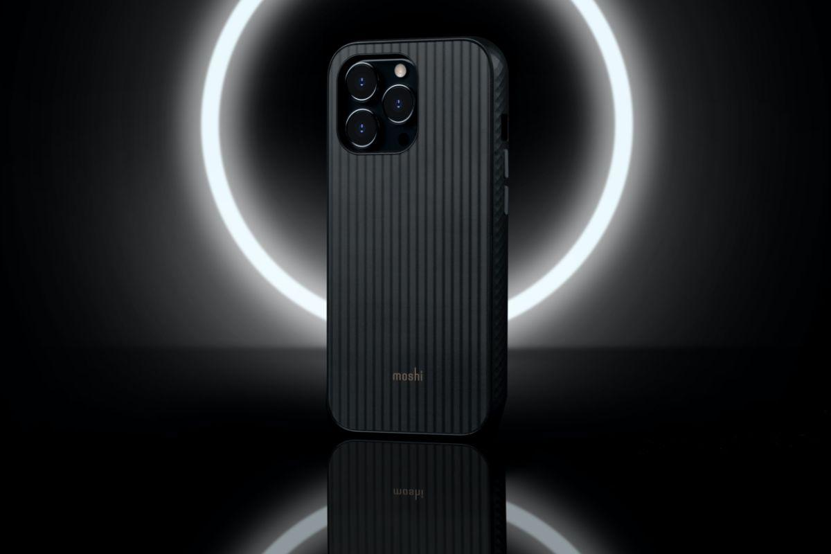 Arx 独特的光影工艺,打造出具长虹压花般的的光影层次效果,却具维持完全光滑硬挺的背板表面触感