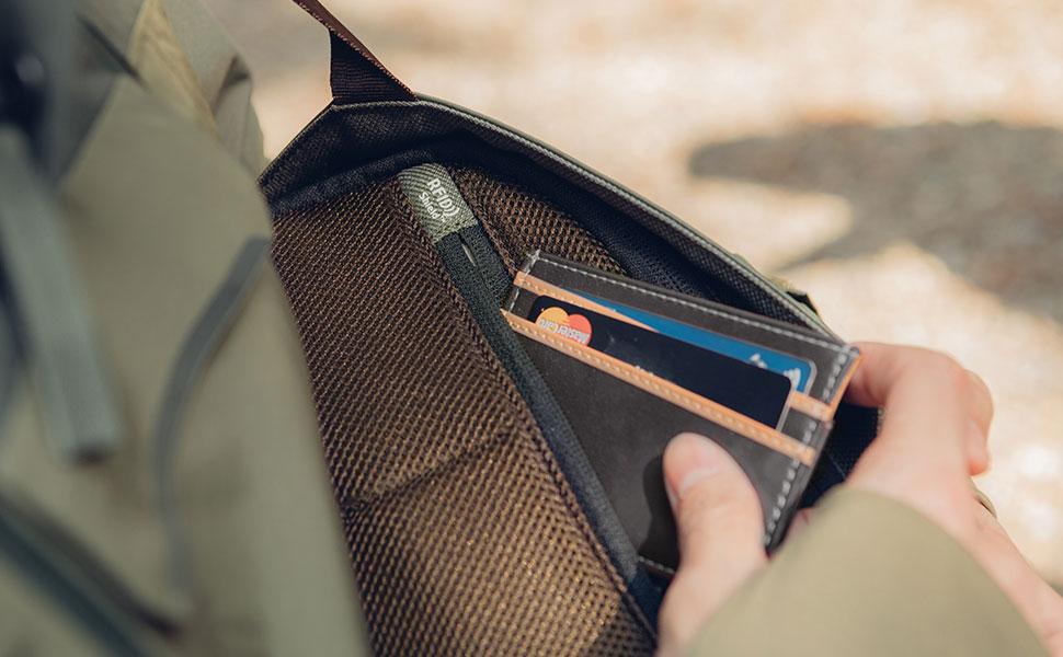 配备 RFID Shield 防盗袋,防止信用卡、银行卡等盗刷,保护个人财产安全。