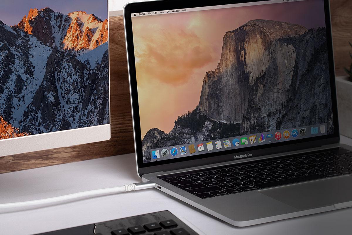 Наслаждайтесь кристально четким изображением без малейшего размытия в 4K/60 Гц и цифровым объемным звуком, передавая изображение со своего ноутбука или другого устройства с разъемом USB-C.