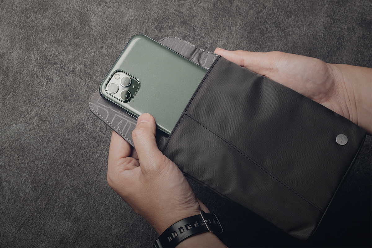 En stockant votre téléphone, portefeuille et tout autre objet personnel à proximité, Aro vous permet facilement d'emporter avec vous tout ce dont vous avez besoin.