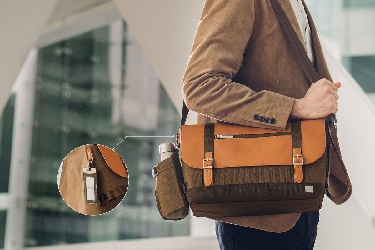 Befestigen Sie den Halter an Ihrer Carta Messenger Bag.