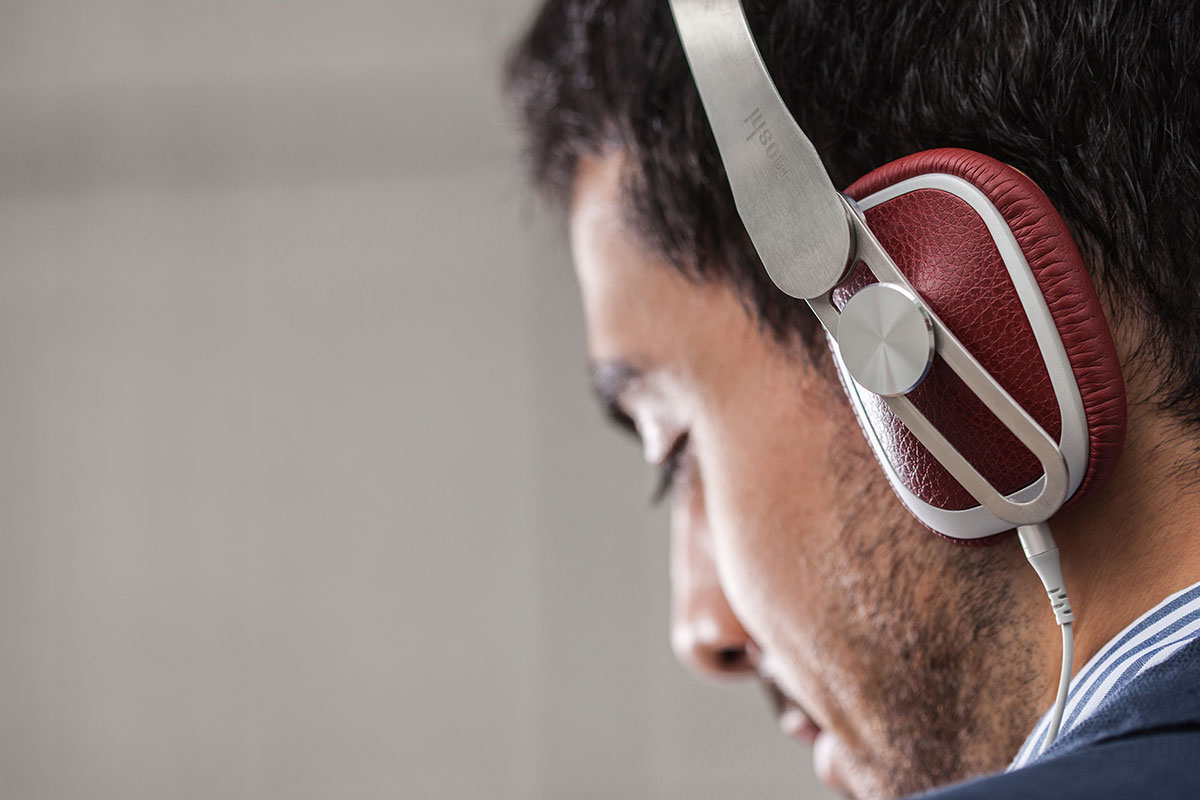 High-resolution HD40 neodymium drivers (15 Hz-22 kHz / -10dB@1kHz) deliver a full-bodied sound that rivals the audio quality of much larger headsets. Avanti C's bass is punchy yet smooth and the mids/highs are tuned to provide an intricate and immersive soundstage with wide dynamic range.