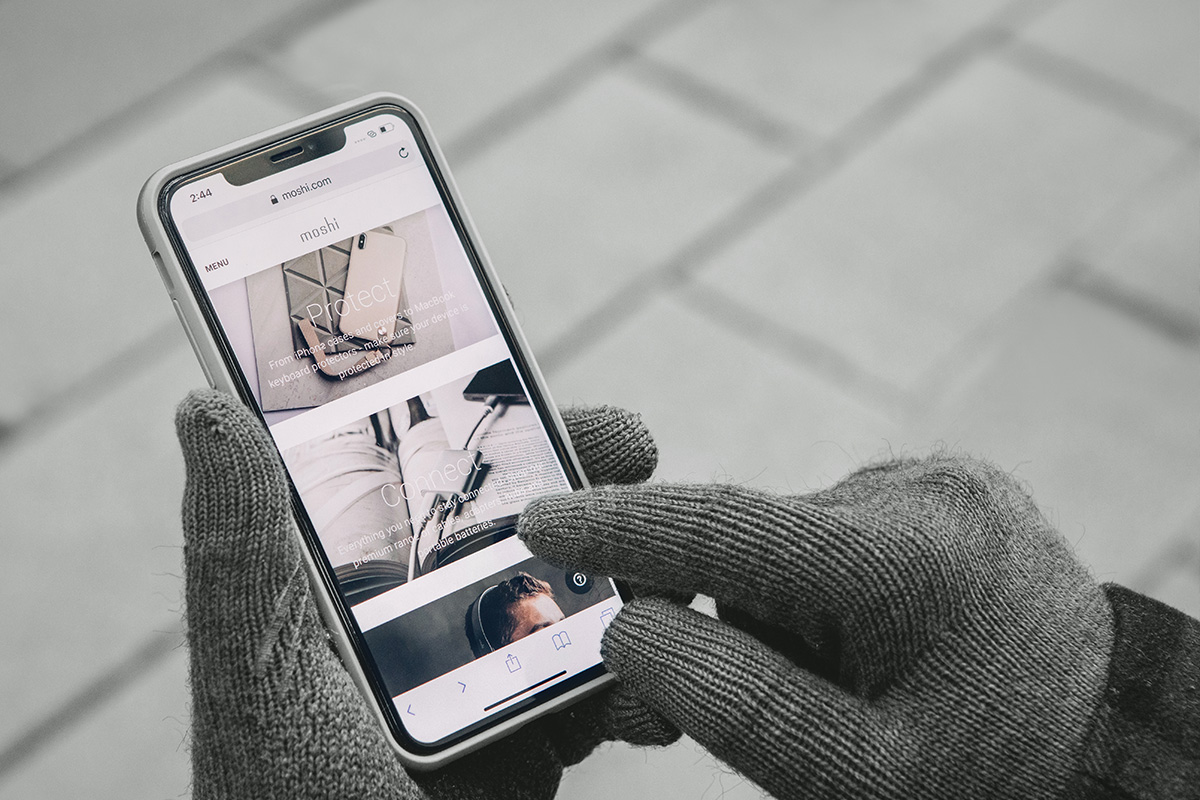 指尖處採用特殊導電纖維設計,支援 10 指觸控。