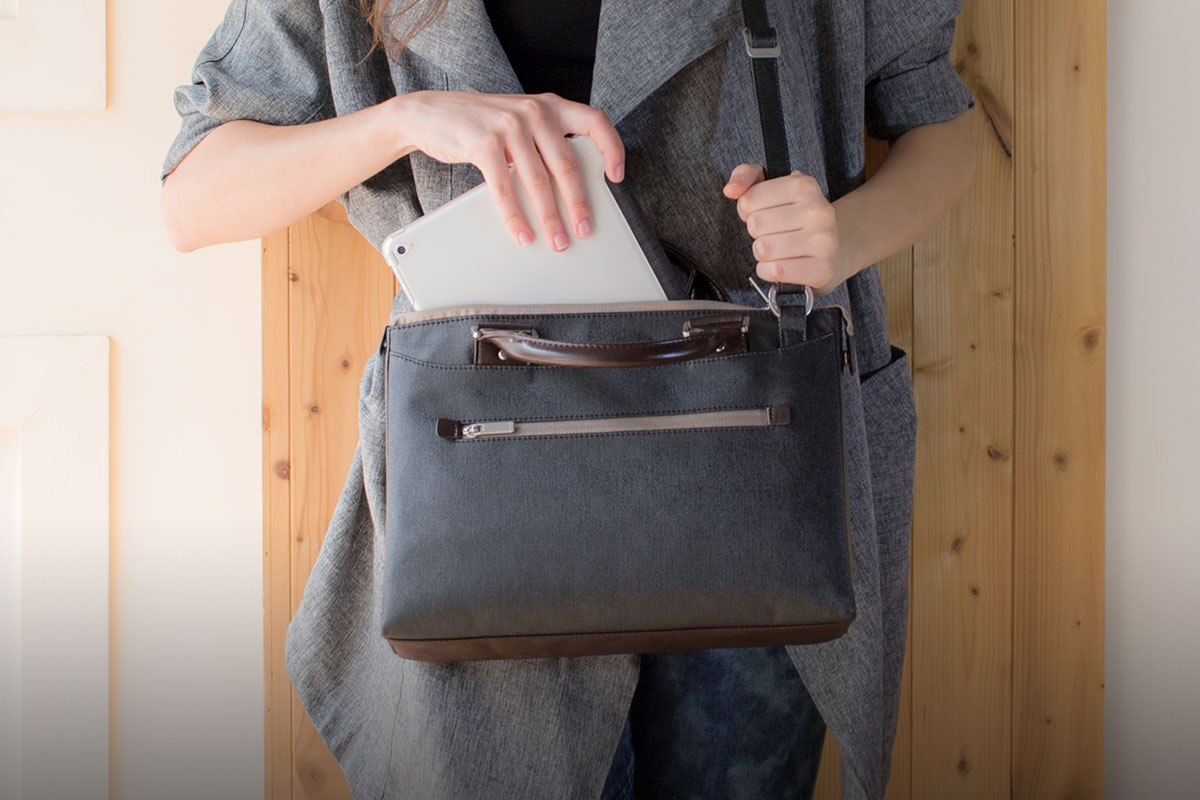 Un compartiment rembourré pour ordinateur/iPad protège votre appareil des chocs et des secousses.